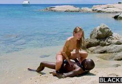 Tubegalore sexo na praia de nudismo com a novinha