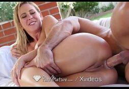 Mulher fudendo com seu massagista