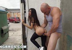 Porno favela comendo gata atras do lote