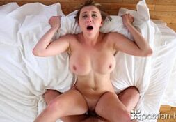 Lucia e o sexo comendo a gata sensual