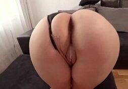 Linda rabuda em sexo amador caiu na net